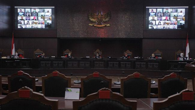 Majelis Hakim MK menolak gugatan uji formil Undang-Undang Nomor 19 Tahun 2019 tentang KPK. Satu hakim menyatakan dissenting opinion.