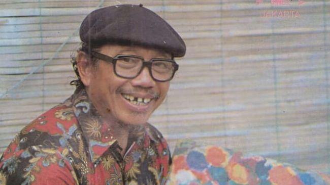 Anak-anak generasi 1980-an hingga awal 1990-an, mungkin masih mengingat sosok Pak Tino Sidin.