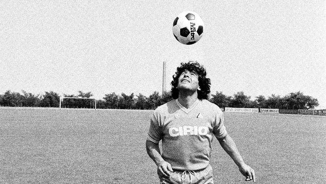 Diego Maradona adalah pemain berkualitas istimewa. Salah satu buktinya ia dua kali memecahkan rekor transfer pemain termahal di dunia.