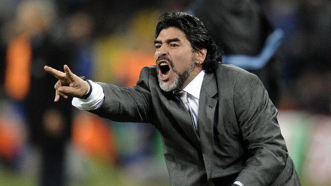 Legenda sepak bola asal Brasil, Pele ikut merasakan duka mendalam atas kepergian Diego Maradona.