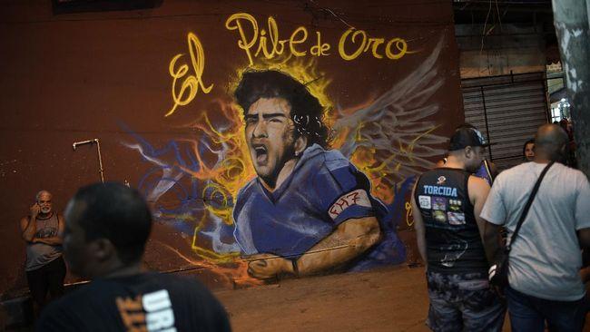 Karyawan rumah duka, Claudio Fernandez, memohon maaf atas tindakan berfoto dengan jenazah Diego Maradona.