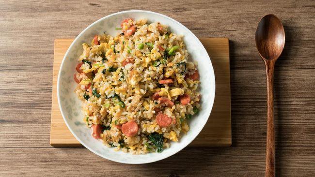 Konsumsi makanan yang digoreng, seperti nasi goreng, saat sahur tak disarankan. Namun, ada beberapa tips jika Anda harus mengonsumsi nasi goreng untuk sahur.