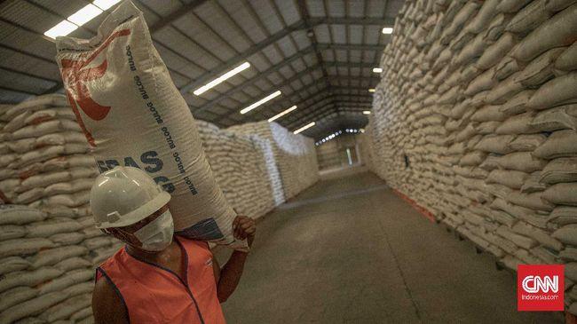 Bulog memiliki total utang Rp14 trilin kepada bank BUMN untuk menjalankan penugasan pengadaan cadangan beras pemerintah (CBP).