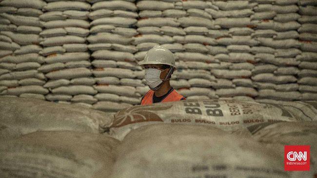 Direktur Utama Perum Bulog Budi Waseso mengungkapkan perusahaan telah menyerap sekitar 200 ribu ton beras hasil panen petani pada Maret 2021.