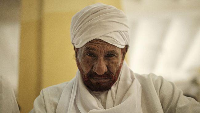 Mantan Perdana Menteri Sudan dan tokoh oposisi Sadiq al-Mahdi meninggal dunia karena terinfeksi virus corona, Kamis (26/11).