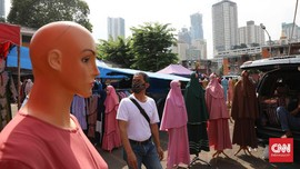 FOTO: Pedagang, Pantang Pulang Meski Sepi Pembeli