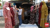 Sejumlah pedagang di Pasar Tasik, Tanah Abang pantang pulang walau sepi pembeli di tengah pandemi virus corona.