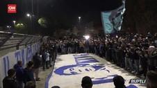VIDEO: Ribuan Fans Napoli Mengenang Maradona