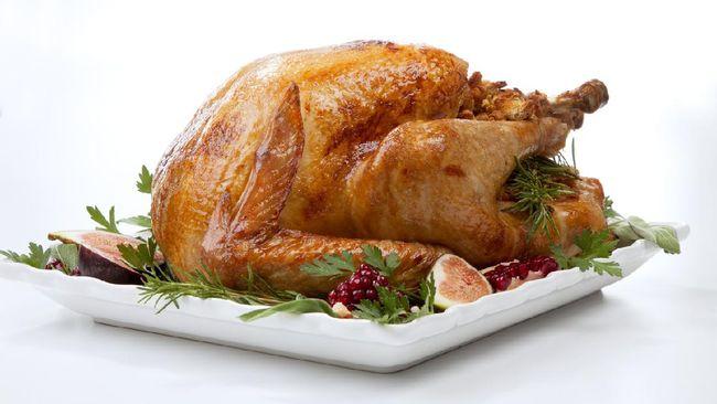 Pernahkah Anda berpikir mengapa harus ada kalkun panggang dalam hidangan Thanksgiving?