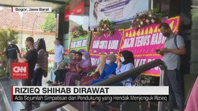 VIDEO: Karangan Bunga untuk Rizieq Shihab Penuhi Halaman RS