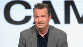Bintang Friends Matthew Perry Resmi Bertunangan