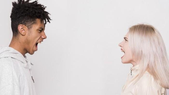 Alasan Mengapa Wanita Kerap Bertahan di Toxic Relationship