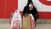 Perayaan Black Friday sedikit berbeda tahun ini. Pandemi corona mendorong peritail melakukan promosi lebih awal dan perubahan pola belanja konsumen.