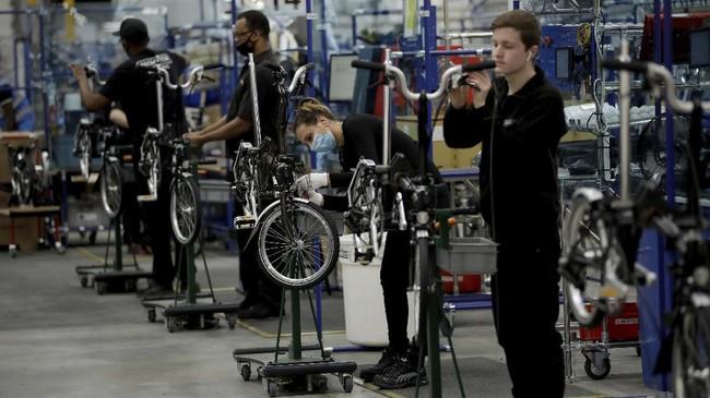 Nasib industri pembuatan sepeda Brompton di Inggris semakin tak menentu di tengah ketidakpastian Brexit dan pandemi covid-19.