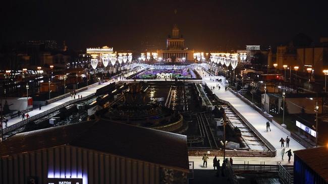 Rusia membangun lintasan ski terbesar di negara tersebut di Kota Moskow, pembukaan digelar pada Jumat (27/11) waktu setempat.
