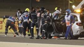 Mobil Terbelah Dua dan Terbakar, Grosjean Hanya Luka Minor