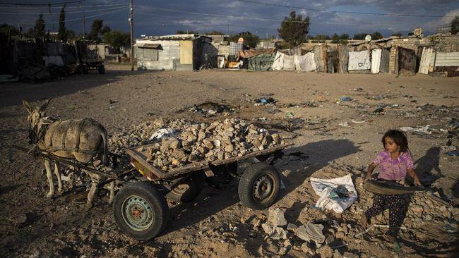Kelompok pemantau HAM B'Tselem menyebut pemerintah Israel yang menduduki wilayah Palestina sebagai rezim apartheid.