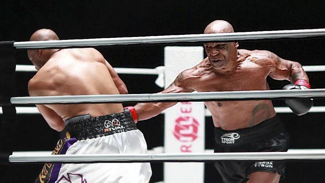 Mike Tyson Ketagihan Bertarung Usai Lawan Roy Jones