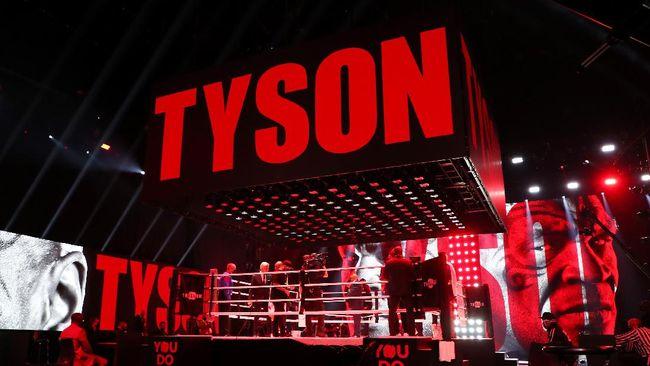 Presiden WBC, Mauricio Sulaiman, mengenang bau ganja yang menyengat saat Mike Tyson menjalani duel ekshibisi melawan Roy Jones Jr. pada November 2020.
