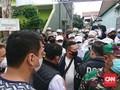 Polisi Antar Surat Panggilan ke Rumah Rizieq Shihab