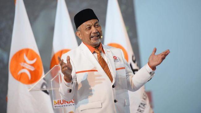 Presiden PKS Ahmad Syaikhu menyebut partainya akan realisistis sebagai oposisi. PKS mendukung program pemerintah yang baik, dan mengkritik yang merugikan.