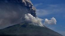 Gunung Ili Lewotolok Erupsi, Abu 1.500 Meter dari Puncak
