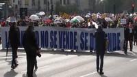 VIDEO: Ribuan Tenaga Medis Spanyol Berunjuk Rasa