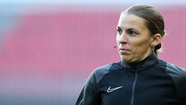 Stephanie Frappart akan jadi wasit wanita pertama di ajang Liga Champions dengan memimpin duel Juventus vs Dynamo Kiev.