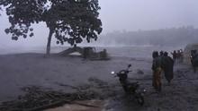 Warga Dekat Sungai Harus Waspadai Muntahan Lava Gunung Semeru