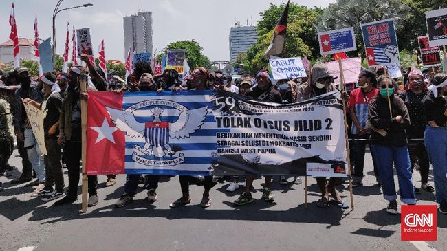 Massa aksi peringatan hari deklarasi kemerdekaan Papua Barat di Surabaya menyebut Papua Bintang Kejora, bukan Merah Putih.
