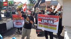 VIDEO: Unjuk Rasa Tuntut Bubarkan FPI, Dibubarkan Polisi