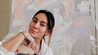 <p>Sejak pandemi corona, Chantal jadi menemukan hobi baru, yaitu melukis, seperti kakak dan adiknya. (Foto: Instagram @chantaldellaconcetta_)</p>