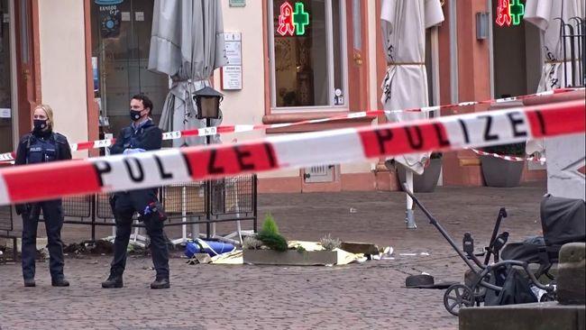 Kepolisian Jerman melaporkan bahwa korban tewas dalam insiden mobil yang menabrak jalur pejalan kaki di Trierbertambah menjadi empat, termasuk satu bayi.