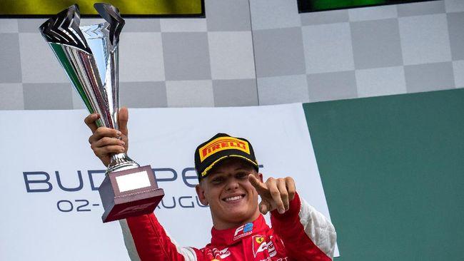 Mick Schumacher keluar sebagai juara dunia Formula 2 2020 setelah berakhirnya gelaran F2 GP Sakhir, Minggu (6/12) malam WIB.