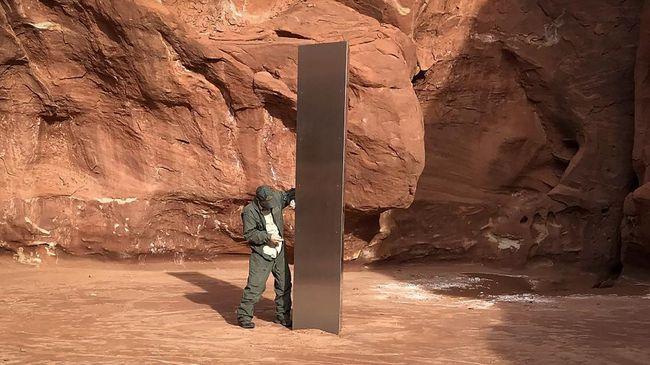 Saksi mata mengaku melihat siapa yang mengambil tonggak logam yang menghilang misterius di Utah, AS.