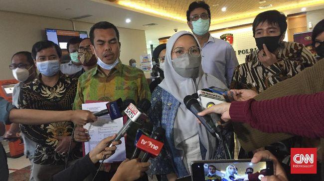 Eks politikus Partai Demokrat Ferdinand Hutahaean dilaporkan ke polisi terkait kicauannya soal peran mantan Wapres Jusuf Kalla dalam kepulangan Rizieq Shihab.