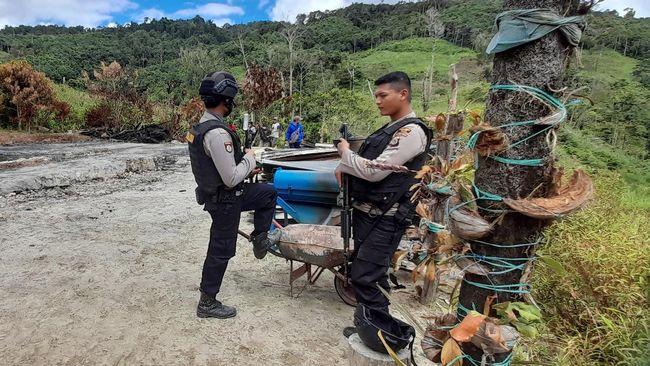 Polisi masih memburu empat buron teroris Poso pasca kematian pimpinan Mujahidin Indonesia Timur (MIT) Ali Kalora.