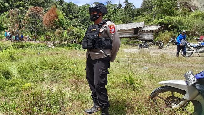 Kapolri Idham Azis memerintahkan Kapolda Sulteng Abdul Rakhman Baso untuk berkantor di Poso guna memburu kelompok Mujahidin Indonesia Timur pimpinan Ali Kalora.