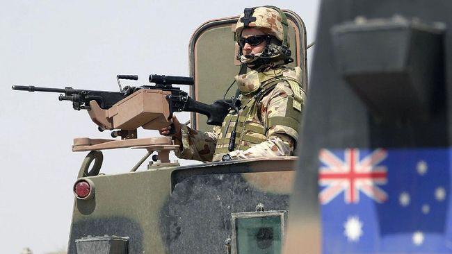 Peluncuran kapal perang Australia HMAS Supply dihebohkan oleh penampilan sejumlah wanita berpakaian mini menari twerking.