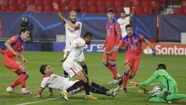 FOTO: Giroud Mengamuk, Chelsea Tekuk Sevilla 4-0