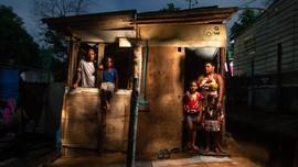 FOTO: Wajah Cemas Warga Brasil Bansos Covid Akan Disetop