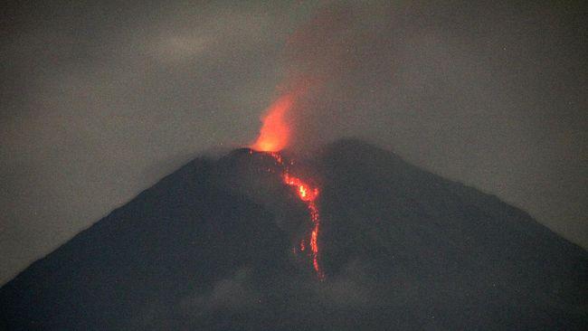 Seorang operator bego (ekskavator) ditemukan selamat setelah tersesat mencari jalan mengamankan diri dari material muntahan Gunung Semeru.