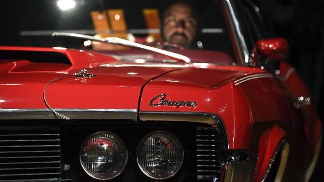 Salah satu unit Mercury Cougar XR7 di film James Bond On Her Majesty's Secret Service bisa dibeli di pelelangan di Inggris dan bisa didapat kolektor.