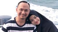 <p>Rumah tangga Nuri Maulida nyaris tak tersorot media. Artis cantik asal Bandung ini memang jarang tampil di layar kaca. Pada 2014, Nuri menikahi pria yang usianya lebih muda 2 tahun, bernama Pandu Kesuma Dewangsa. Kini, mereka sudah dikaruniai tiga anak. (Foto: Instagram @nurimaulida)</p>