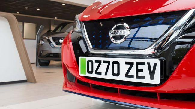 Pelat nomor khusus mobil listrik di Inggris dengan warna hijau berlaku mulai 8 Desember.