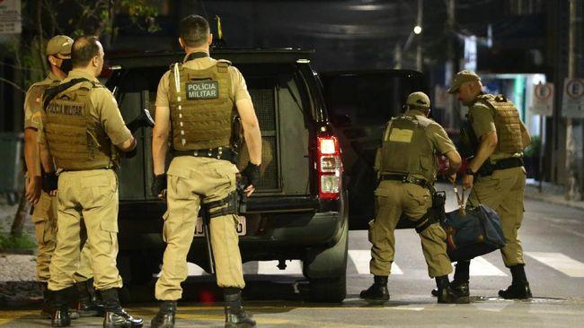 Bank of Brazil pada Selasa (1/12) menjadi sasaran perampokan oleh sekelompok perampok bersenjata, satu sandera dilaporkan tewas.