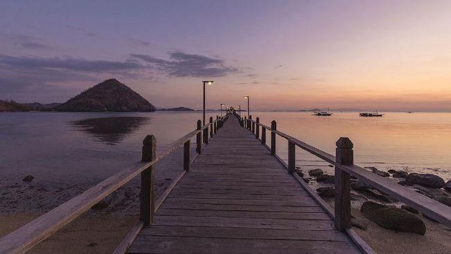 Semakin banyak pilihan destinasi wisata bulan madu di Indonesia, salah satunya di resor tepi Pantai Waecicu, Labuan Bajo, ini.