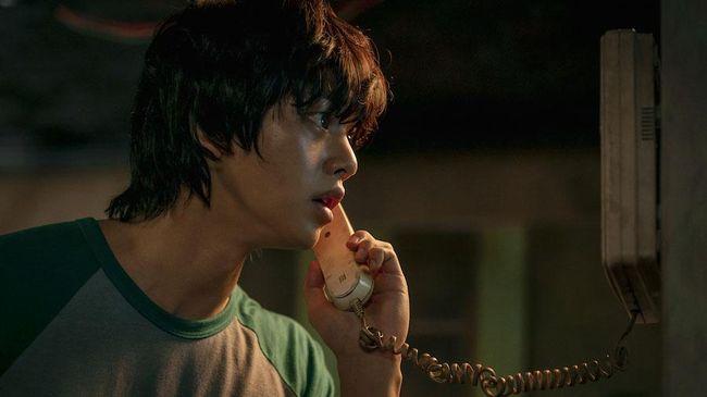 Review Sweet Home menilai serial ini mampu mempermainkan emosi penonton dari awal hingga akhir.