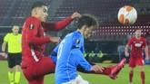 Lanjutan kompetisi Liga Europa berlangsung Jumat (4/12) dini hari. Berikut foto-foto pilihan dari pertandingan yang melibatkan klub-klub ternama Eropa.