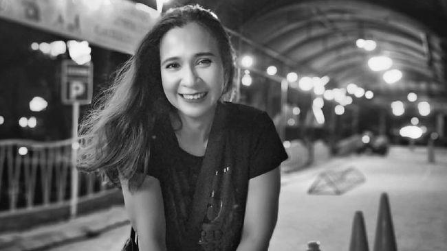 Mantan penyanyi cilik, Ratna Fairuz Albar atau Iyut Bing Slamet, mengaku ingin sembuh dari ketergantungan narkoba setelah kembali terjerat kasus pekan lalu.